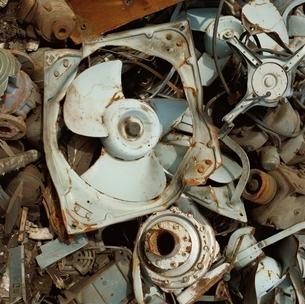 換気扇のモーター等のスクラップの写真素材 [FYI01828345]