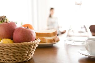 朝の食卓の写真素材 [FYI01831820]
