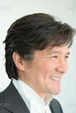 男性の横顔の写真素材 [FYI01832547]