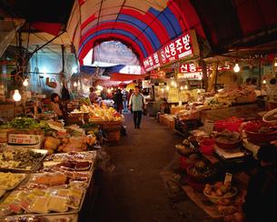 東門市場 済洲島の写真素材 [FYI01835726]
