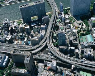 首都高速道路と箱崎ジャンクションの空撮 東京都の写真素材 [FYI01836007]