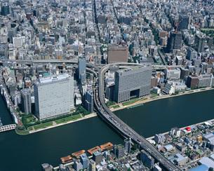 首都高速道路と箱崎ジャンクションの空撮 東京都の写真素材 [FYI01836010]