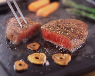 肉料理の写真素材 [FYI01836048]
