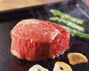 肉料理の写真素材 [FYI01836053]