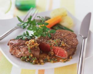 肉料理の写真素材 [FYI01836212]