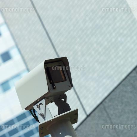 ビルと監視カメラの写真素材 [FYI01836951]
