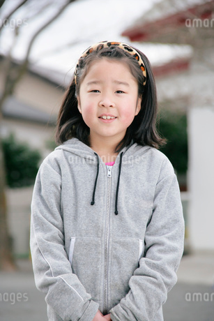 小学生の女の子の写真素材 [FYI01837381]