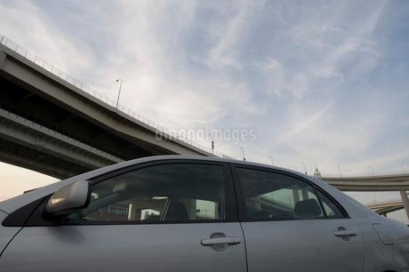 駐車している自動車の写真素材 [FYI01838694]