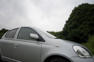 停まっている自動車の写真素材 [FYI01838936]