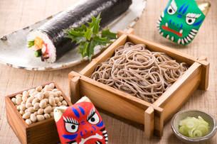 節分イメージ 節分蕎麦 恵方巻の写真素材 [FYI01843688]