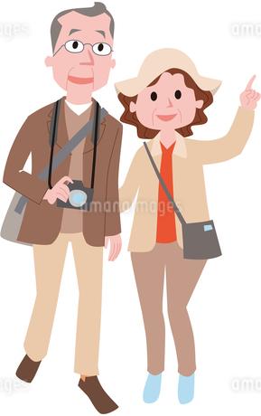 街歩きをするシニアカップルのイラスト素材 [FYI01844217]
