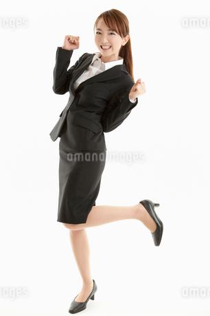 ガッツポーズをする女性の写真素材 [FYI01848199]