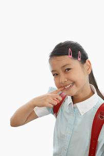 歯を見せる笑顔の女の子の写真素材 [FYI01848721]