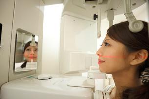 歯のレントゲン撮影の写真素材 [FYI01849322]