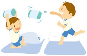 枕投げをする二人の男の子のイラスト素材 [FYI01849709]