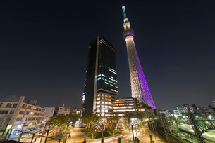東京スカイツリーライトアップ(雅)とイーストタワーの写真素材 [FYI01850106]