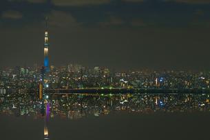 東京スカイツリーライトアップ粋と雅の反転合成アップの写真素材 [FYI01850112]