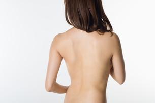 ヌードの女性の後姿の写真素材 [FYI01851932]