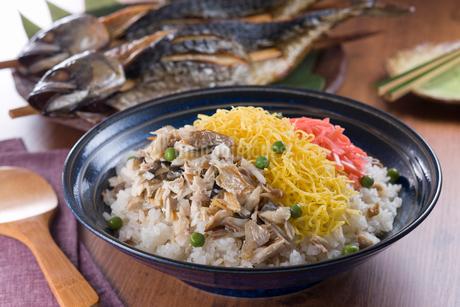 浜焼き鯖バラちらし寿司の写真素材 [FYI01853740]
