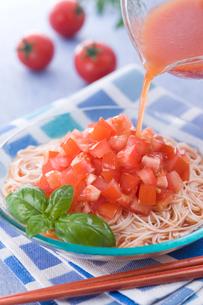 冷しトマト素麺の写真素材 [FYI01855587]