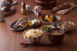 秋の一汁三菜の写真素材 [FYI01856431]