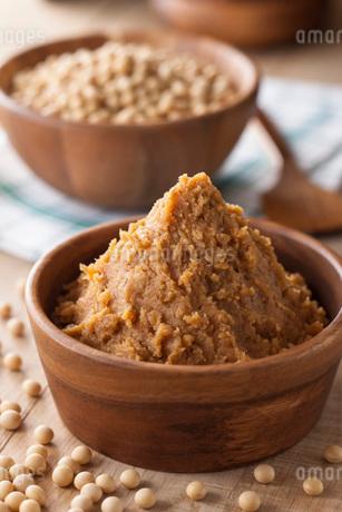 麦味噌と大豆の写真素材 [FYI01857257]