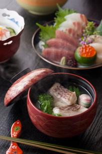 会席料理の吸い物の写真素材 [FYI01857472]