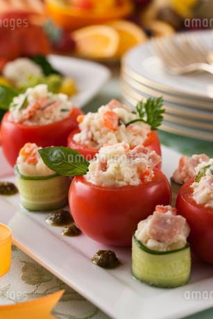 トマトのファルシーサラダの写真素材 [FYI01857561]