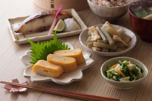 春の一汁三菜の写真素材 [FYI01857626]