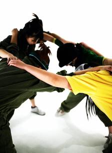 ダンスをする日本人女性の写真素材 [FYI01861807]
