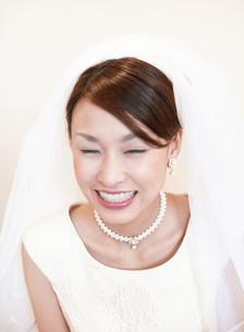 笑顔のウェディングの日本人女性の写真素材 [FYI01863303]