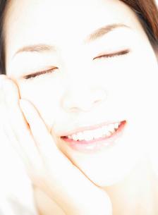 日本人女性の顔の写真素材 [FYI01867165]
