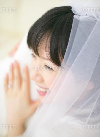 喜んではしゃいでいる女性の写真素材 [FYI01868432]