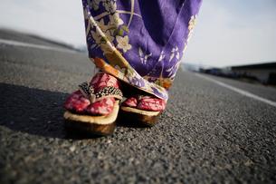 着物姿の女性の足元の写真素材 [FYI01870484]