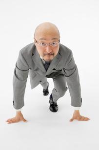 スタートのポーズのビジネスマンの写真素材 [FYI01873830]