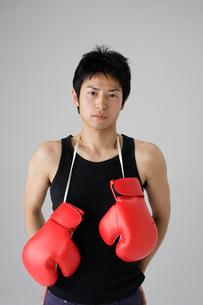 ボクシンググローブと男性の写真素材 [FYI01873973]