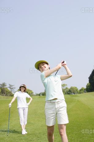ゴルフ場の女性達の写真素材 [FYI01874168]
