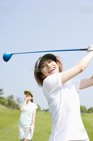 ゴルフ場の女性達の写真素材 [FYI01874277]