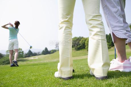 ゴルフ場の女性達の写真素材 [FYI01874471]