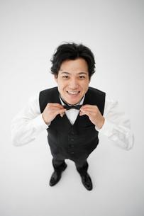 笑顔のウエイターの写真素材 [FYI01875124]