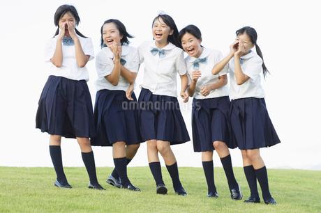 笑顔の女子中学生の写真素材 [FYI01876151]