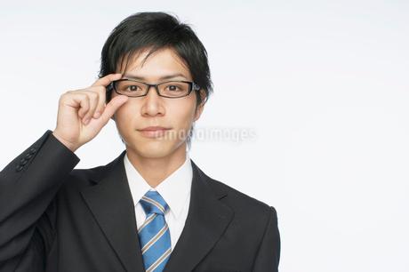 メガネをかけた日本人ビジネスマンの写真素材 [FYI01876528]