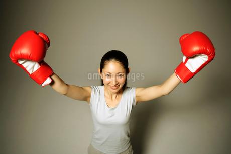 ボクサースタイルの女性の写真素材 [FYI01877703]