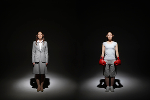 凛々しい二人の女性の写真素材 [FYI01877752]
