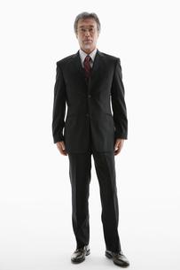 立ち姿のビジネスマンの写真素材 [FYI01877822]