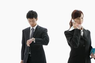 立ち姿のビジネスマンとウーマンの写真素材 [FYI01877862]