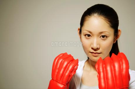 ボクサースタイルの女性の写真素材 [FYI01878548]