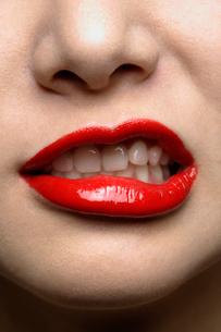 真っ赤な唇の写真素材 [FYI01879165]