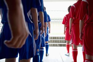サッカー選手の後ろ姿の写真素材 [FYI01880139]