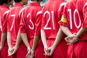 並んで立つサッカー選手の背番号の写真素材 [FYI01880684]